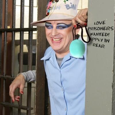 Cantor está em liberdade após cumprir quatro dos 15 meses de prisão.