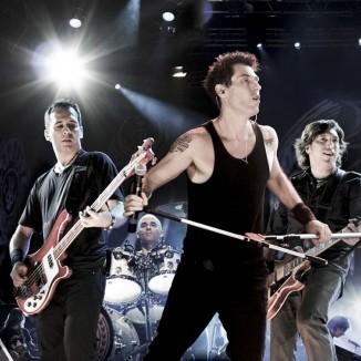 O vocalista do Capital Inicial, Dinho Ouro Preto, fez um balanço de 2009 no site oficial da banda