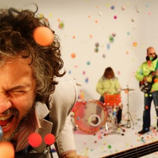 A banda Flaming Lips desafia seus fãs com o novo single Two Blobs Fucking