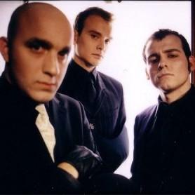 Alkaline Trio anuncia coletânea para comemorar os 15 anos de atividade da banda.