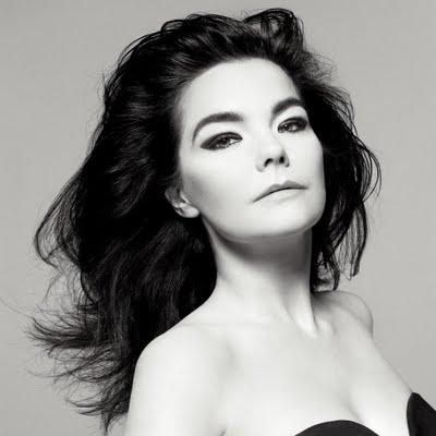 Björk enganjada em projetos sociais, como é o caso de Moomins, que terá toda renda doada para a UNICEF