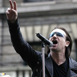 Vocalista do U2 cantou com Damien Rice e Glen Hansard.
