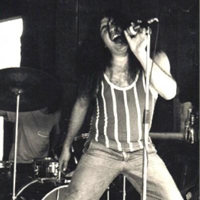 Ivo Rodrigues, vocalista da banda curitibana Blindagem, faleceu essa madrugada
