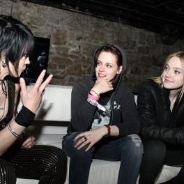 A rockeira rende-se ao lado dos novos ícones adolescentes