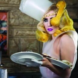 Lady Gaga lança oficialmente o clipe de Telephone