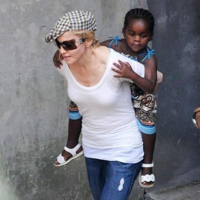 Madonna com a filha Mercy James