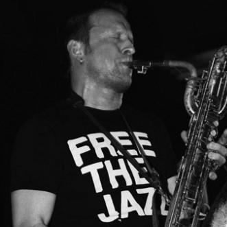 Mats Gustafsson, parceiro do guitarrista Thurston Moore, do Sonic Youth.