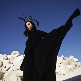 PJ Harvey faz parceria com o fotojornalista Seamus Murphy para dirigir os videos do seu novo trabalho