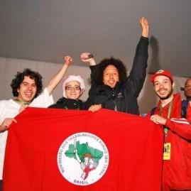 Antes do show, nos bastidores do evento, a RATM esteve com alguns militantes do MST (Mauricio Acevedo)