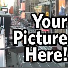 Você envia sua foto e aparece em um telão na Time Square